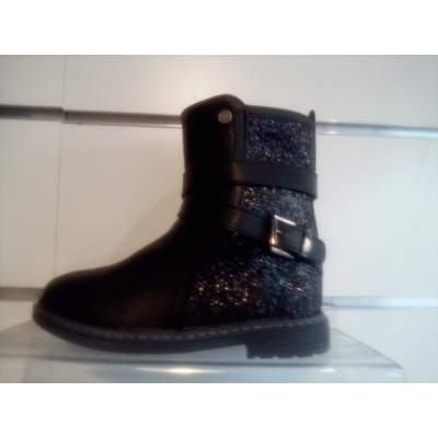 Bottines munis de strass