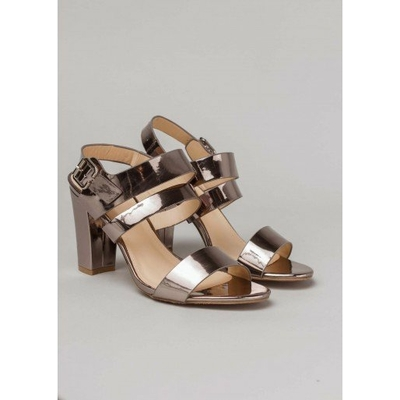Sandale à talon gris métallisé