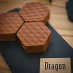 Dragon-savon-graphique-brun-rouge