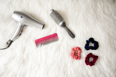 blow-dryer-brush-comb-cosmetic-flatlay-hair-1550341-pxhere.com
