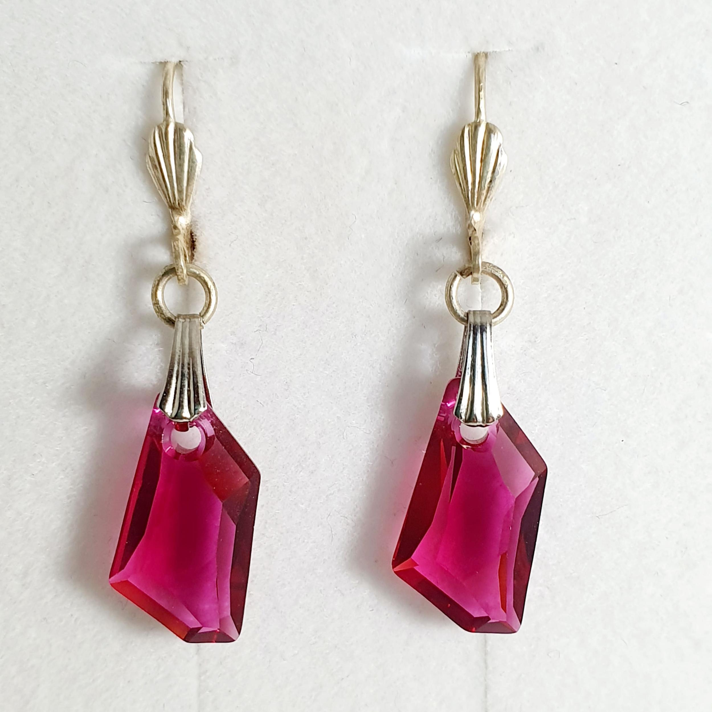 Boucles d\'oreilles géométrique en cristal Swarovski fushia