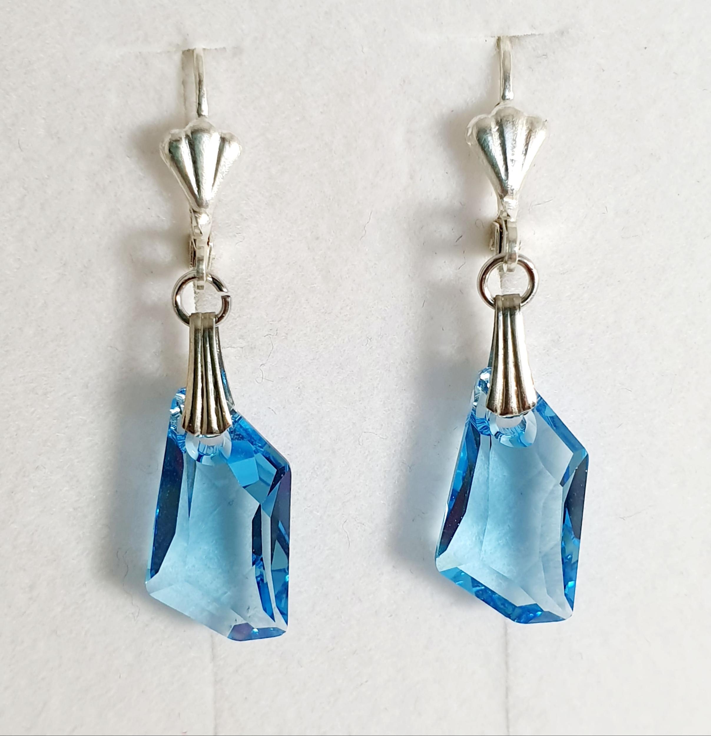 Boucles d\'oreilles géométrique en cristal Swarovski aquamarine