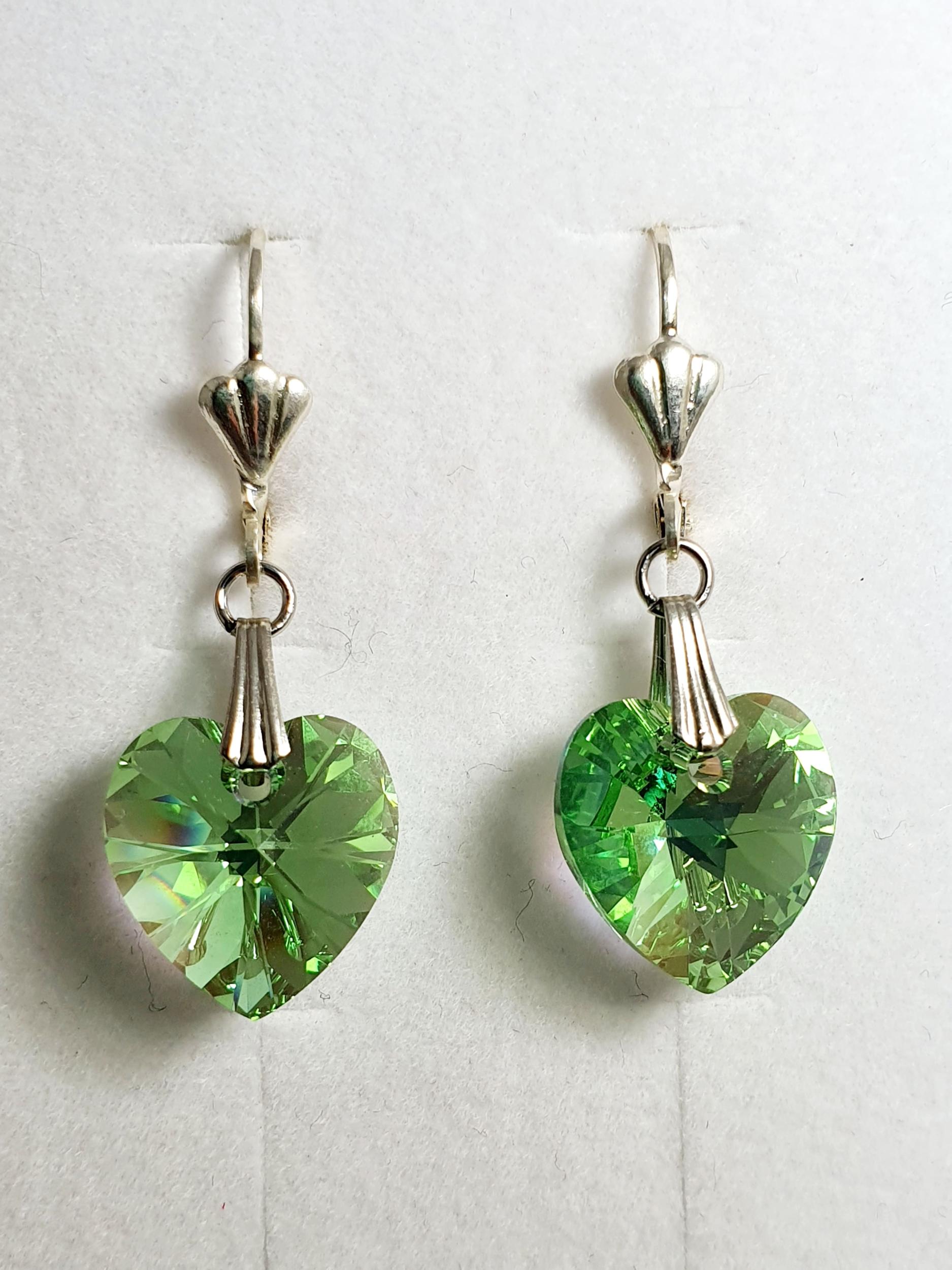 Boucles d\'oreilles coeur en cristal Swarovski vert clair