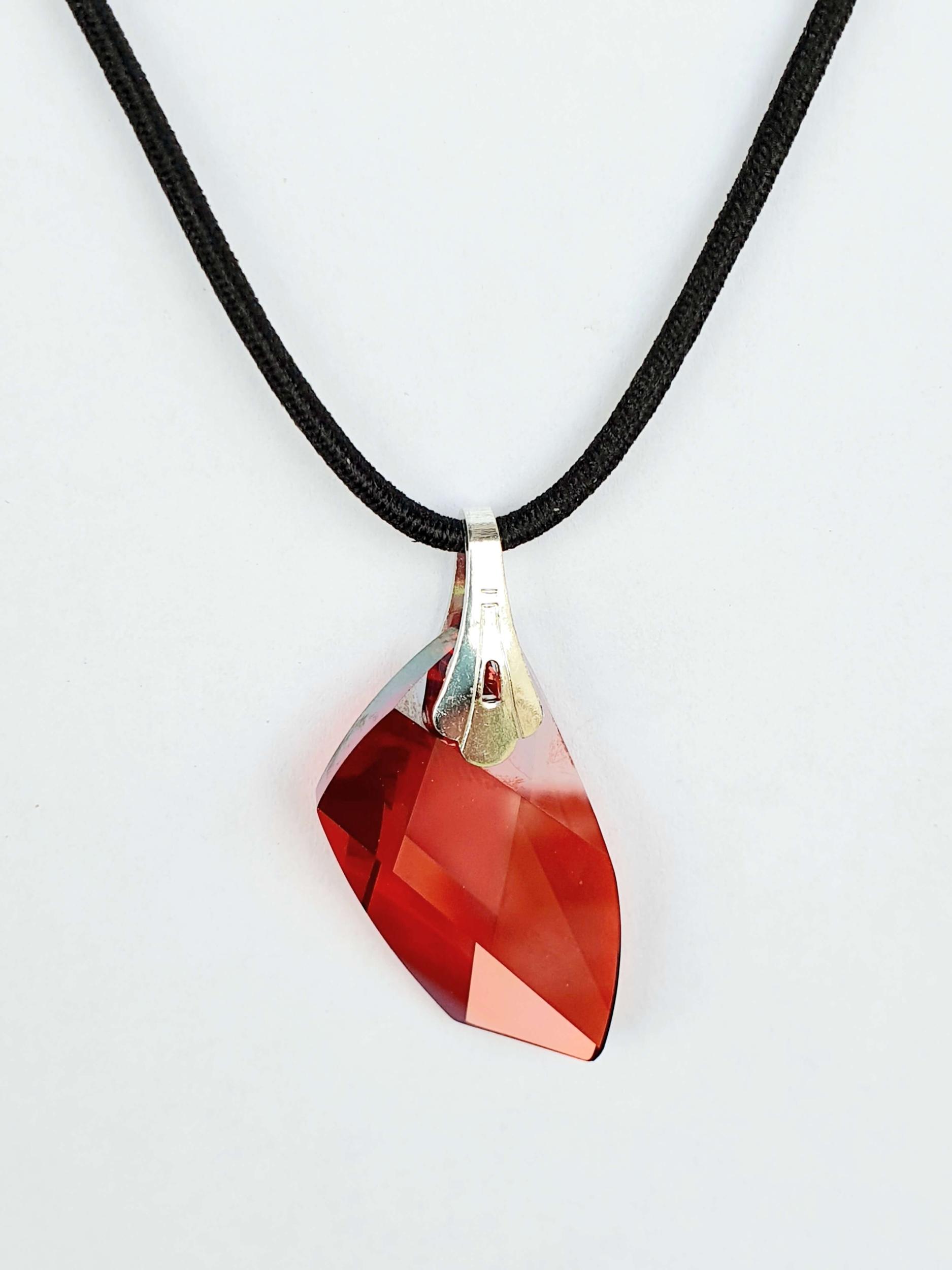 Pendentif géométrique en cristal Swarovski rouge magma