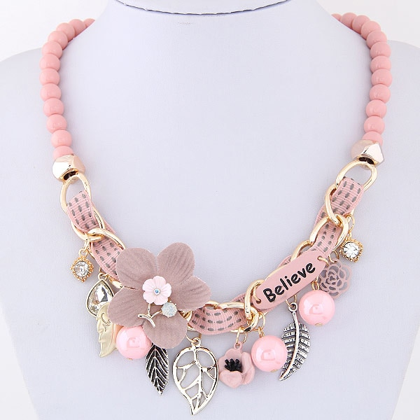 Collier perles et fleurs