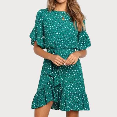 Robe courte fleurie verte avec ceinture