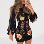 robe-courte-moulante-fleurie
