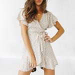 robe-fleurie-portefeuille-tendance