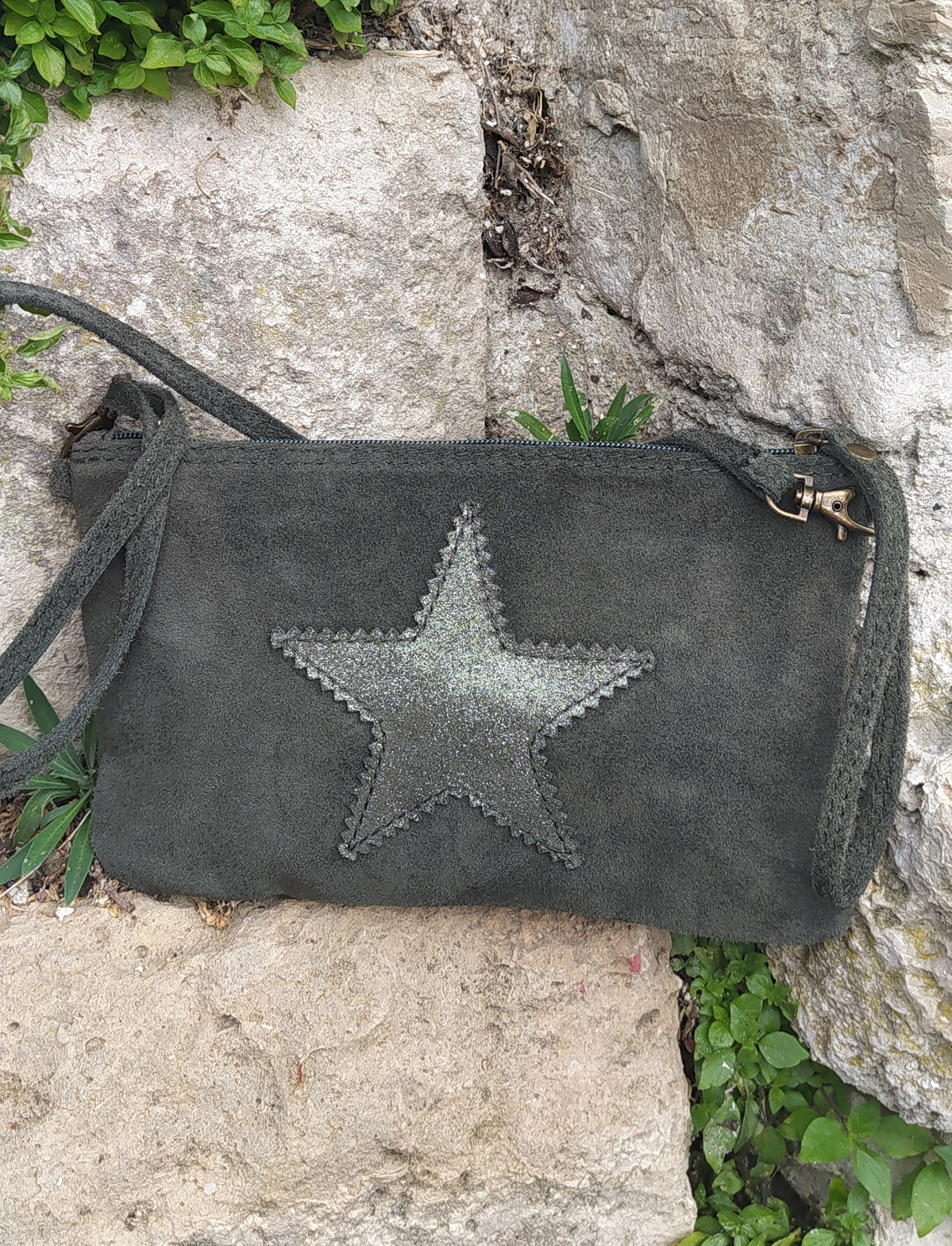 Pochette kaki cuir velours étoile
