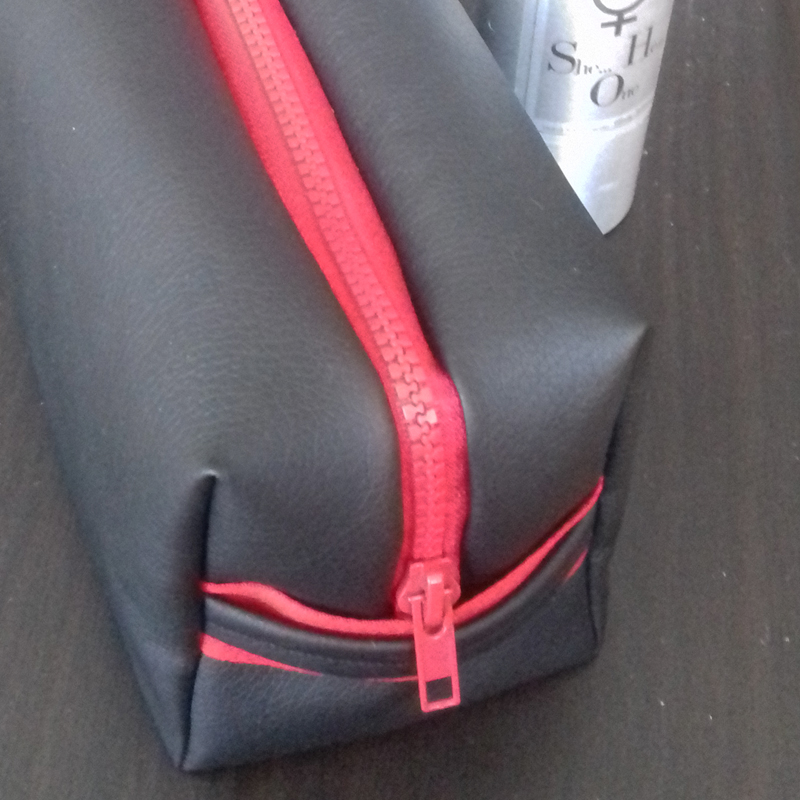 Trousse de toilette - Zip rouge