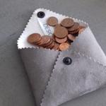 designdelo-portemonnaie-taupe-insitu3-01