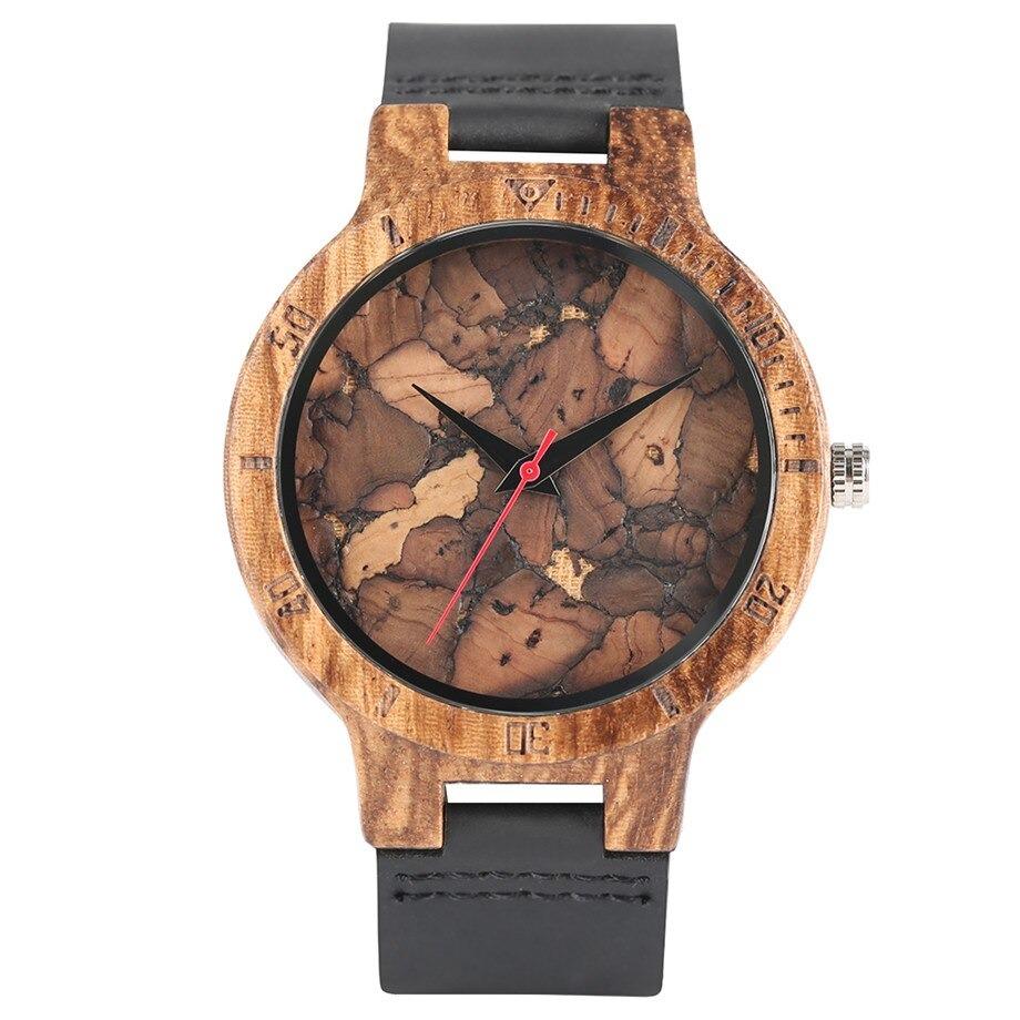 Montre moderne en bois façon bois brûlé