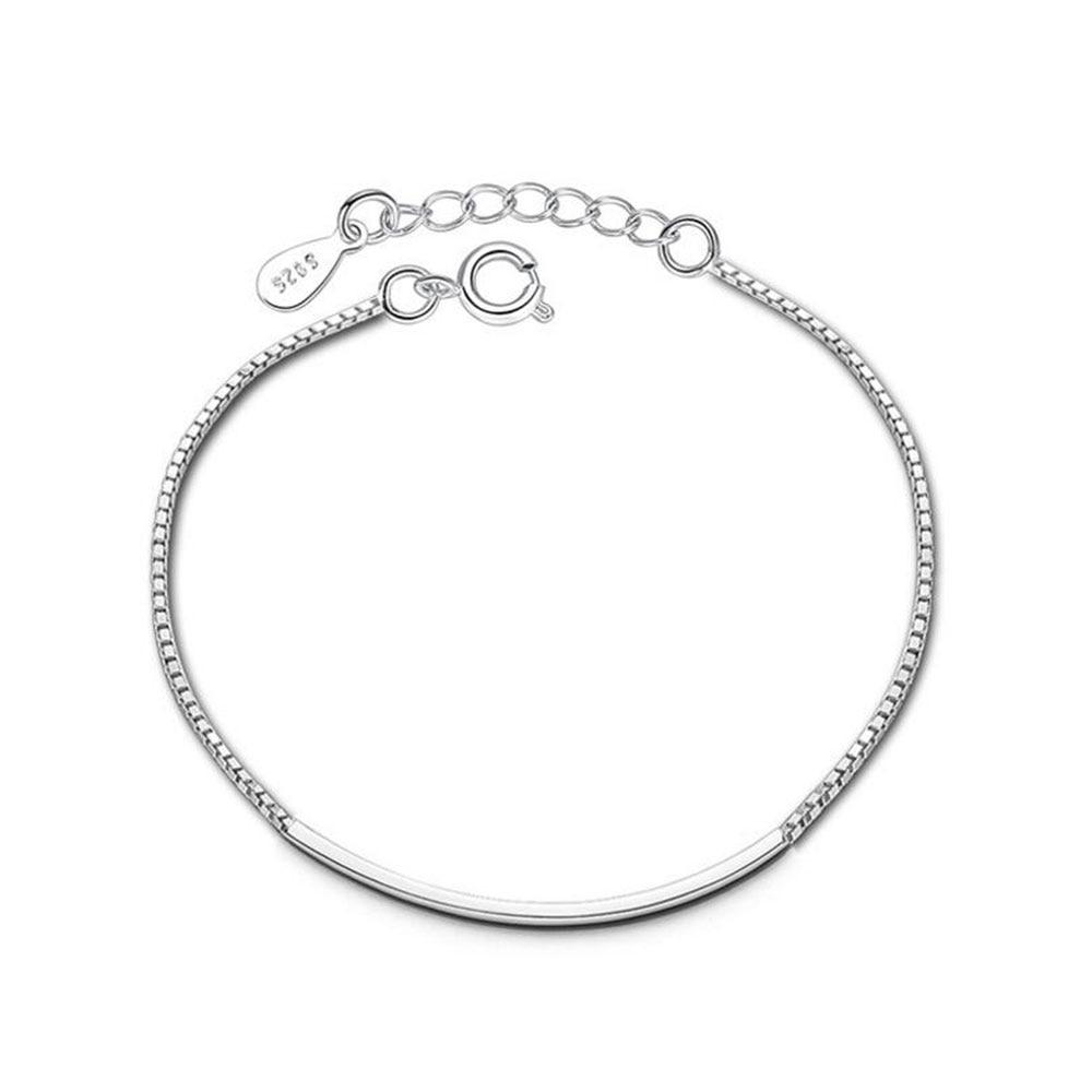 Bracelet porte-bonheur et bracelet avec pierres naturelles.