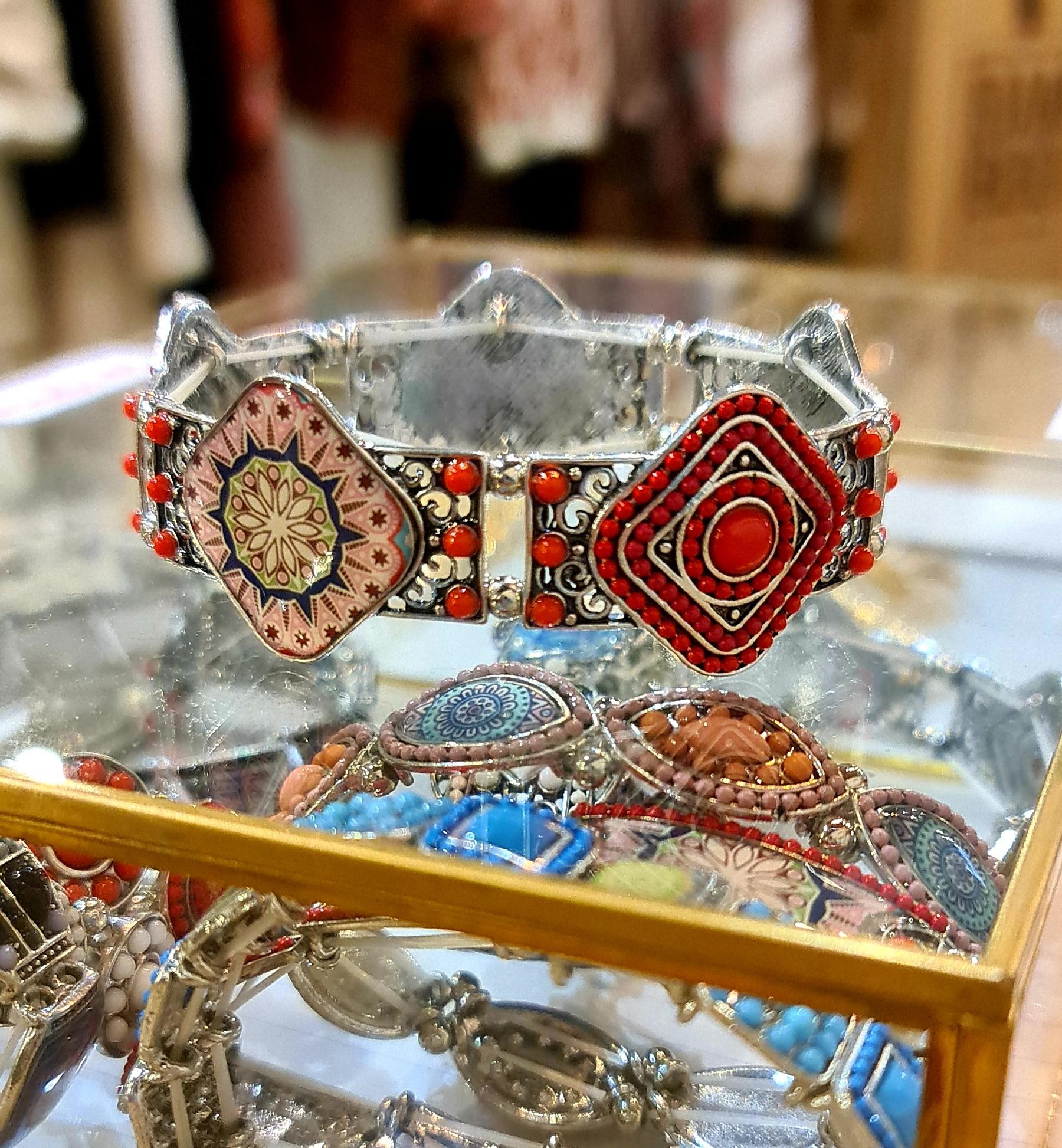 Le bracelet  Azti  rouge