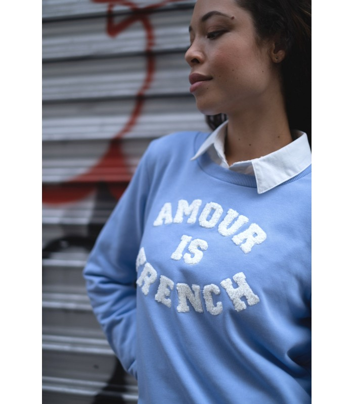 Le sweat «Amour is french» bleu clair