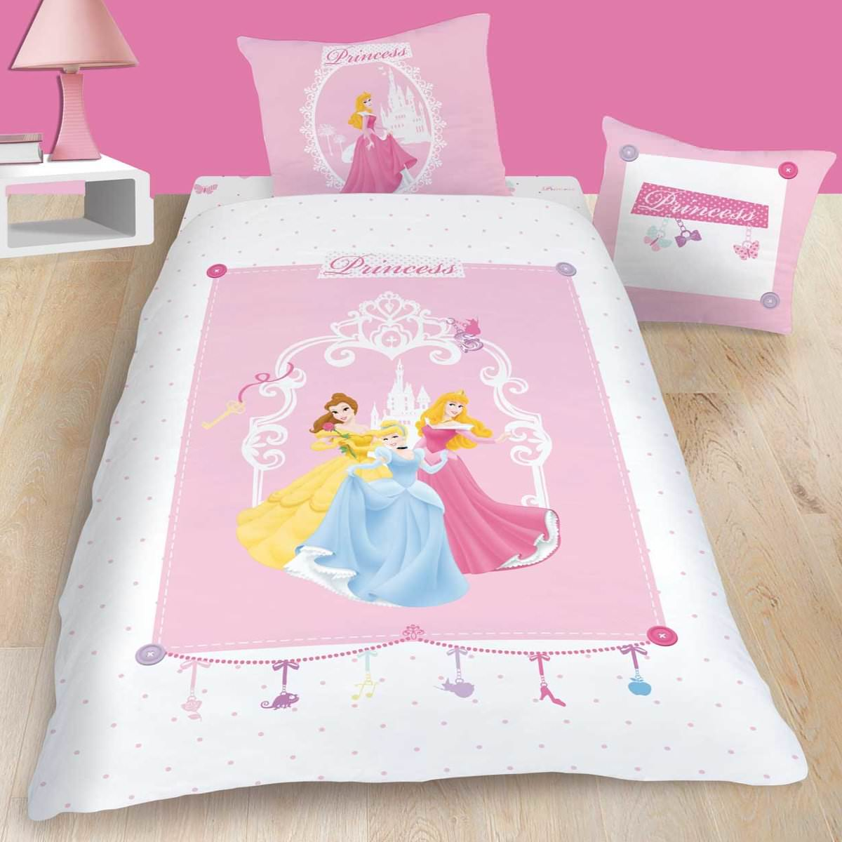 housse de couette disney princesse 140 x 200 cm parure de lit charms d cokids. Black Bedroom Furniture Sets. Home Design Ideas