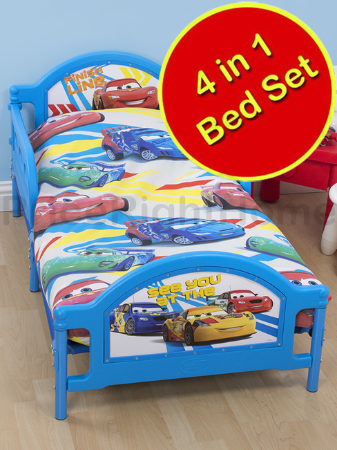 disney cars 2 set 4 en 1 housse de couette 120 x 150 cm taie oreiller couette disney. Black Bedroom Furniture Sets. Home Design Ideas