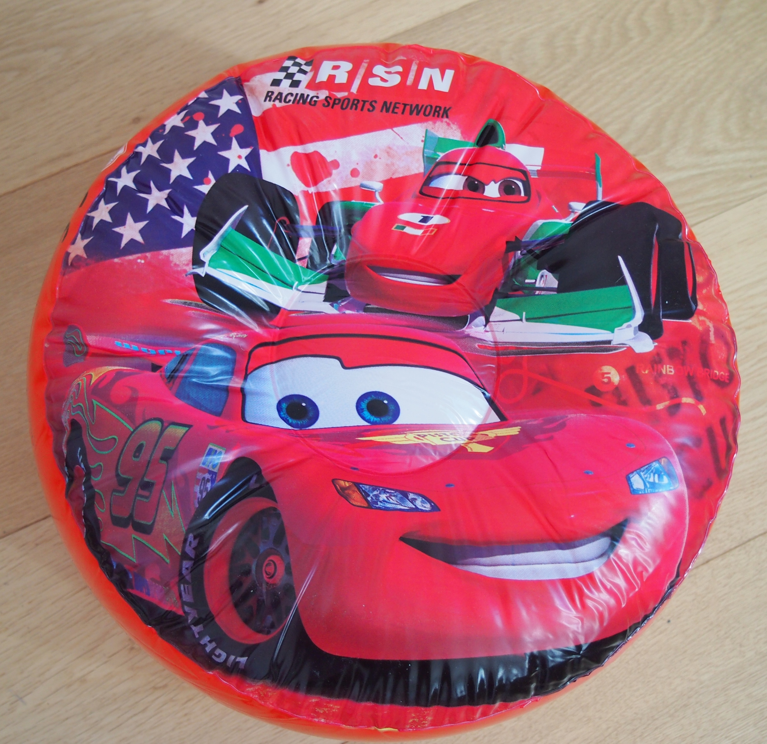Disney cars 2 d coration de chambre pouf gonflable for Decoration chambre cars