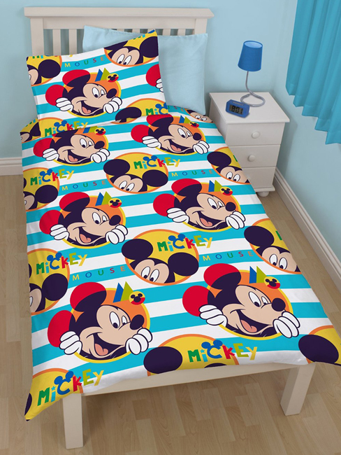 mickey parure de lit housse de couette r versible 135 x 200 cm boo mickey. Black Bedroom Furniture Sets. Home Design Ideas
