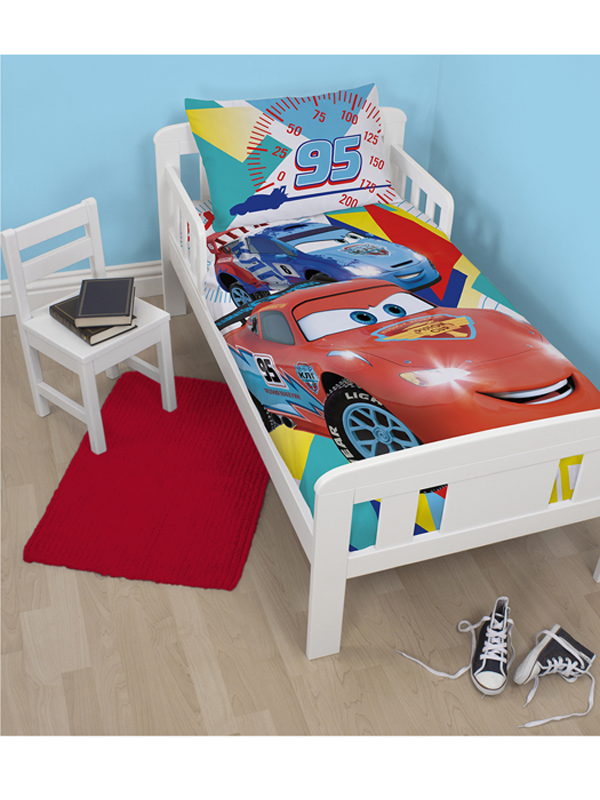 disney cars 2 parure de lit housse de couette petit. Black Bedroom Furniture Sets. Home Design Ideas