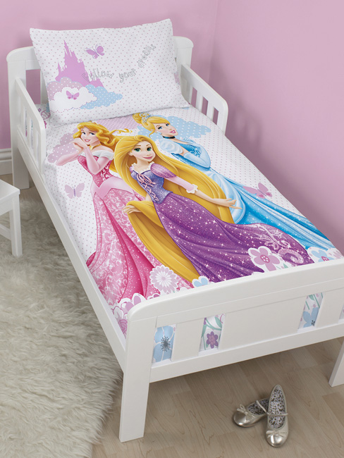 disney princesse housse de couette parure de lit 120 x 150 cm disney princesses. Black Bedroom Furniture Sets. Home Design Ideas