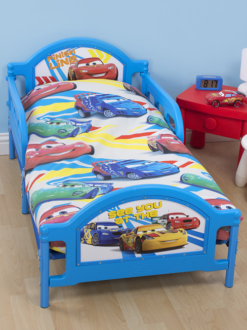disney cars 2 parure de lit housse de couette petit lit 120 x 150cm disney cars. Black Bedroom Furniture Sets. Home Design Ideas