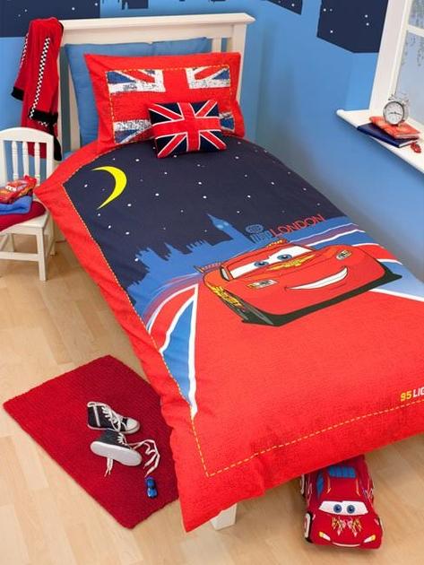 housse de couette disney cars 140 x 200 cm parure de lit london d cokids. Black Bedroom Furniture Sets. Home Design Ideas