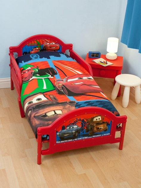 housse de couette disney cars 150x 120cm petit lit. Black Bedroom Furniture Sets. Home Design Ideas