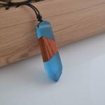 collier-pendentif-bois-resine-couleur-woogalf-2019-bleu