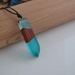 collier-pendentif-bois-resine-couleur-woogalf-2019-bleu-ciel