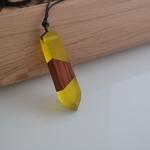 collier-pendentif-bois-resine-couleur-woogalf-2019-jaune