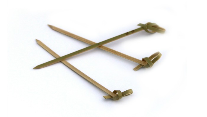 Piques cocktail bambou ruban 6 cm en paquet de 100