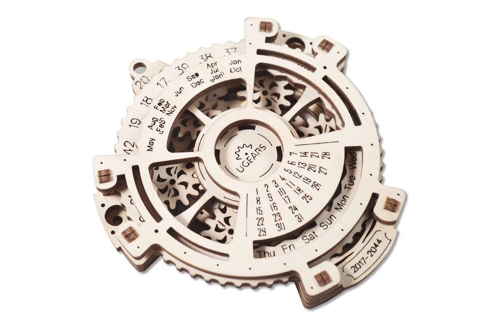 ugears-date-navigator-dsc9941-max-1100