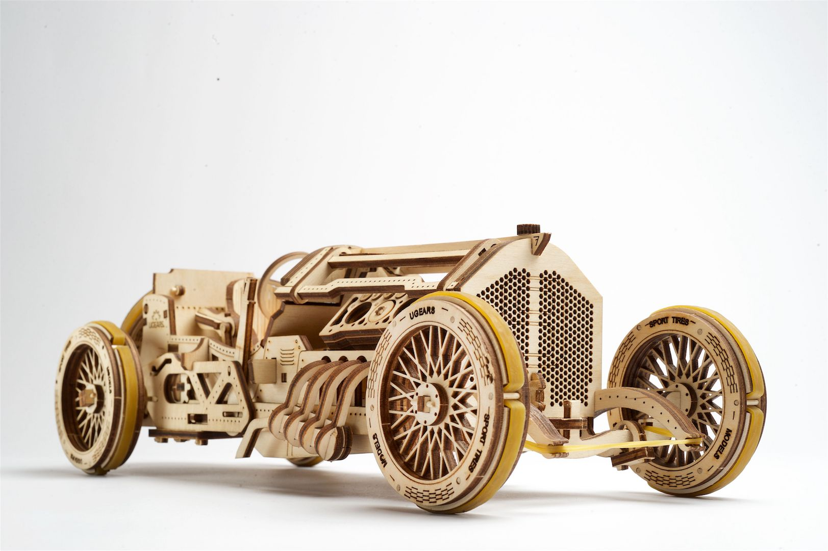 voiture-u9-grand-prix-puzzle-3d-mécanique-en-bois-ugears-3
