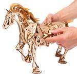 2-cheval-puzzle-3d-mécanique-en-bois-ugears