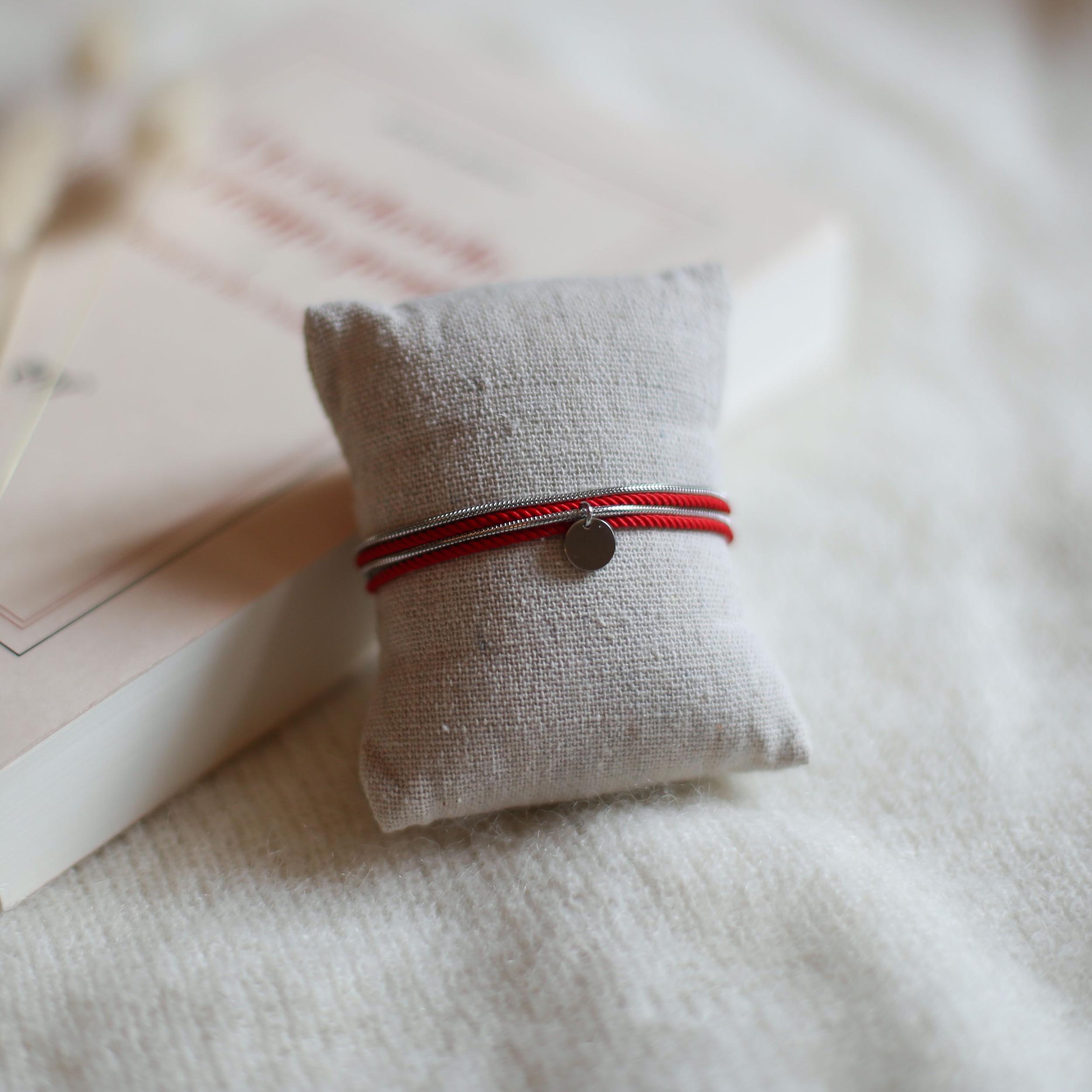 Valentine - Argenté avec corde Rouge