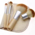 Pinceaux à maquillage en bambou