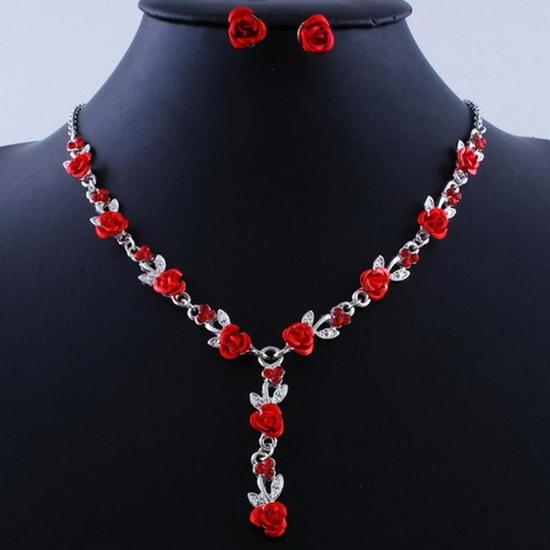 Collier petites fleurs rouge rose ou bleu avec boucles assorties