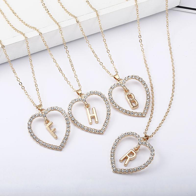 Très beau collier avec pendentif cœur en strass