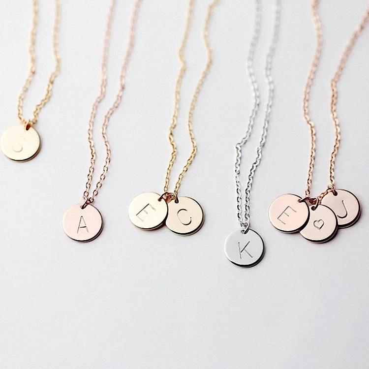 Mignon petit pendentif avec initiales or ou argent accompagné de son bracelet ou de son collier