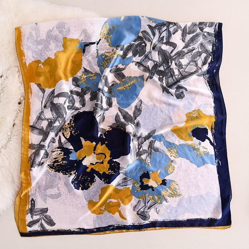 foulard en soie naturelle motif florale