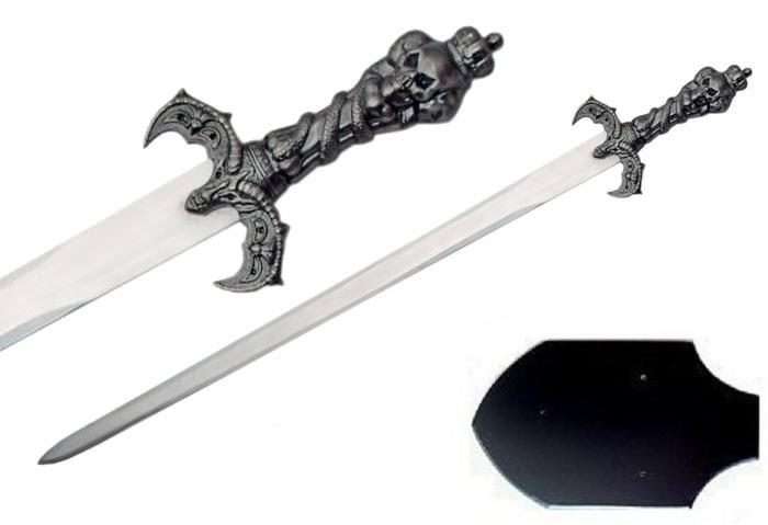 Epée du roi squelette 68cm + socle bois - métal