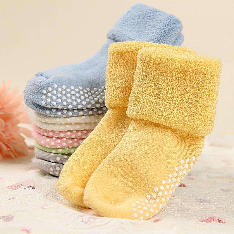 Chaussettes bébé antidérapantes confort hivernal
