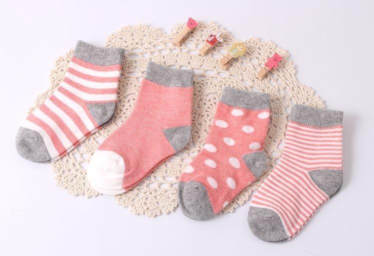 Lot de 4 paires de chaussettes vintage rouges pour bébé