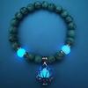Naturel-Pierres-Lumineux-Rougeoyant-Dans-L-obscurit-Lotus-Fleur-En-Forme-bracelet-breloques-Pour-Les-Femmes