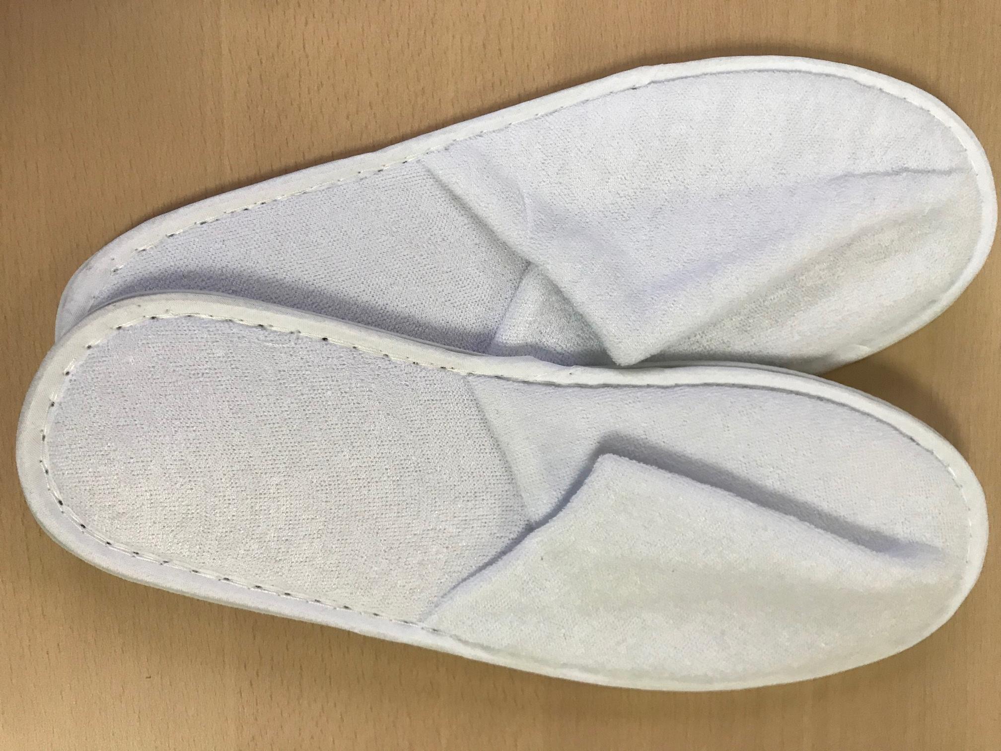 Chaussons blancs fermés - Lot de 25 paires