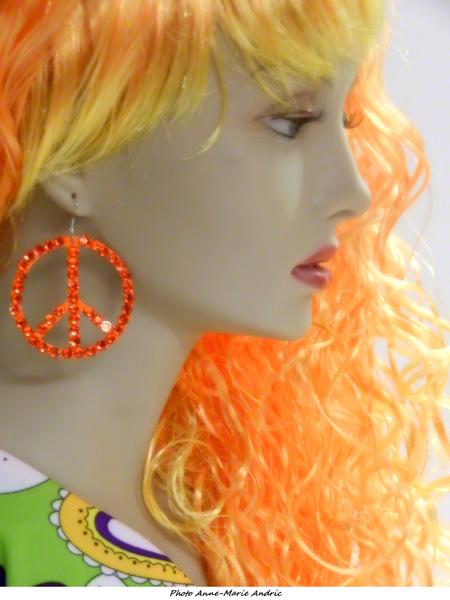 Boucles d\'oreille hippie oranges avec strass