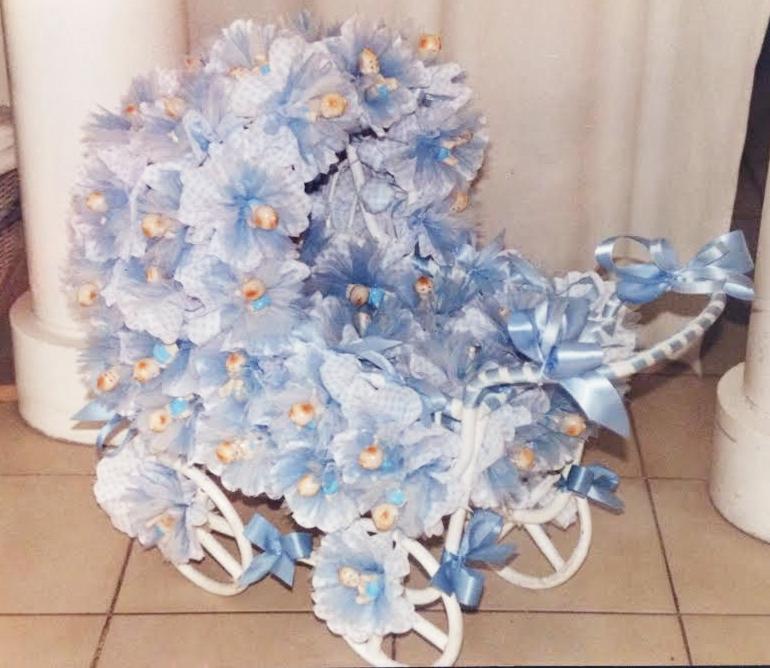 Composition dragées thème poussette bleu