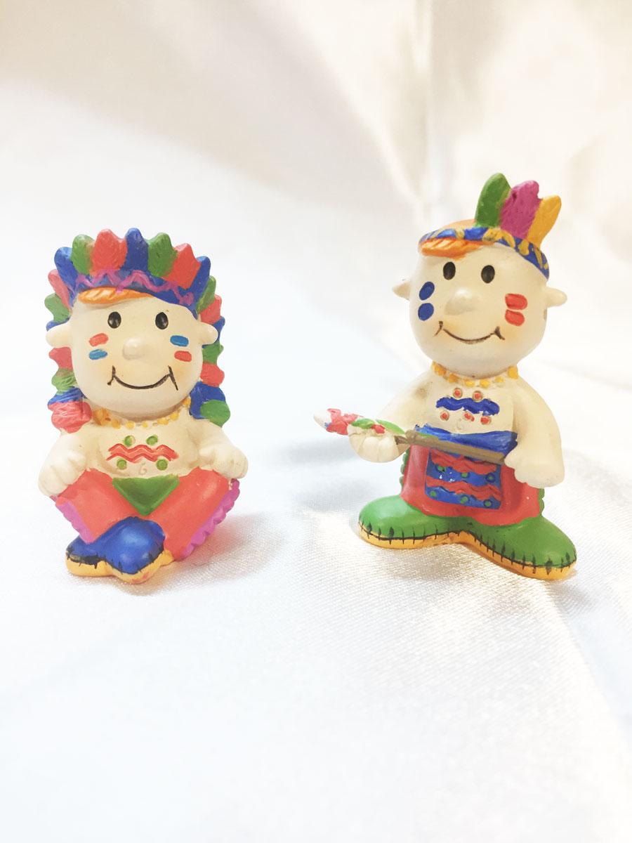 3 mini figurines en résine d\'indiens