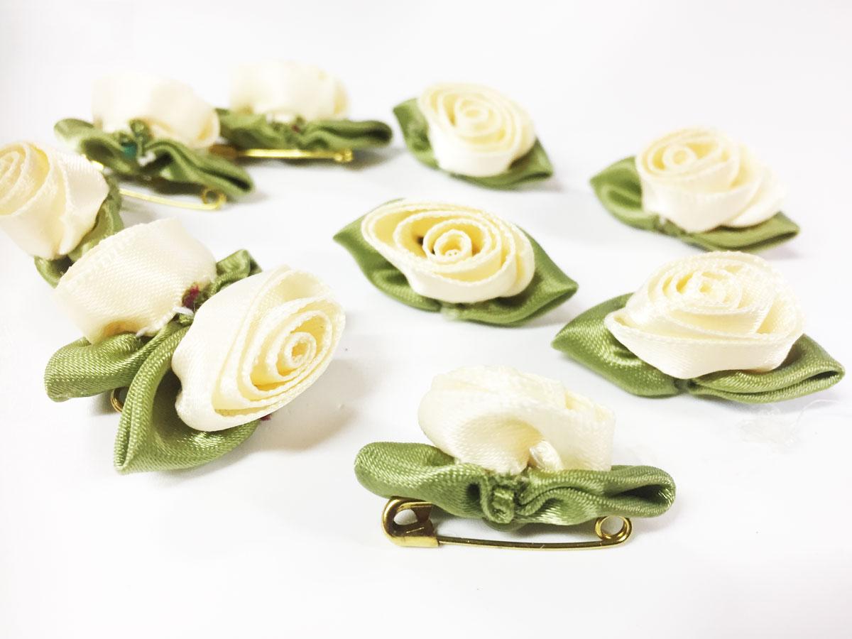 10 mini fleurs satin ivoire avec feuilles